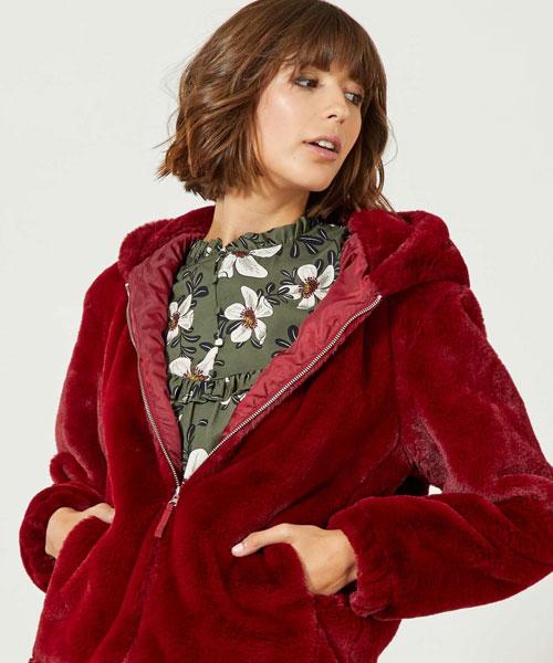 ... cazadoras que te trae Kiabi. 5 chaquetas de mujer para reinventar tus   outfits  de trabajo y de fin de 532a0f32428a